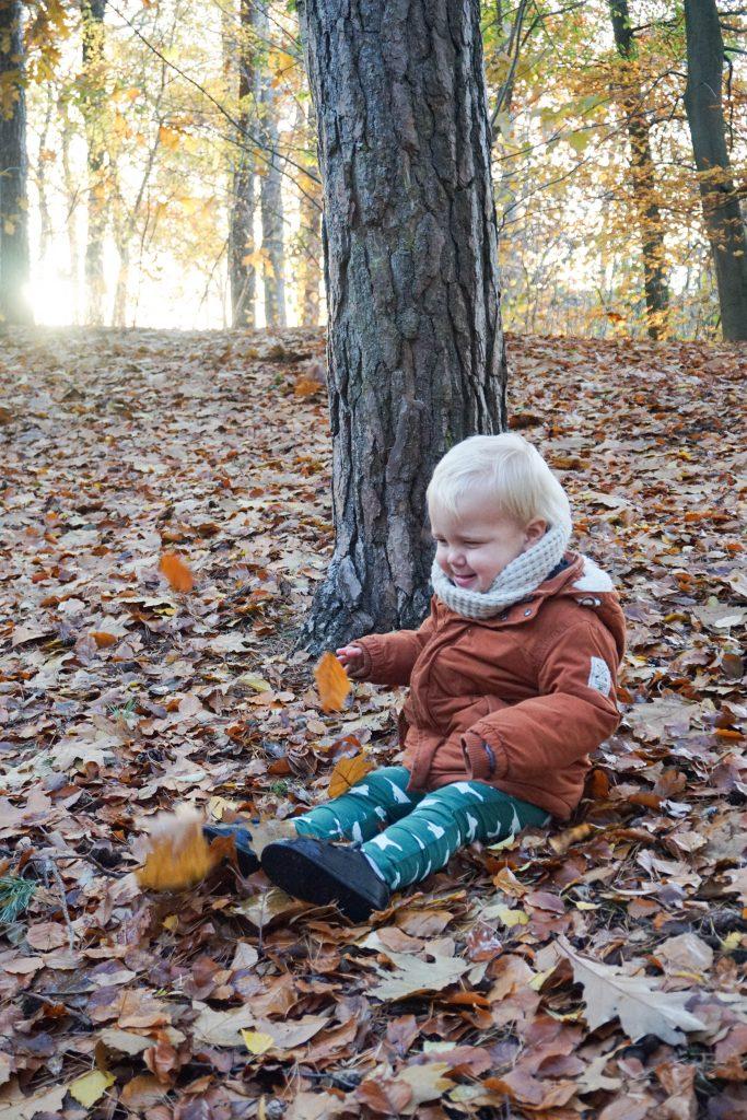buiten spelen herfst