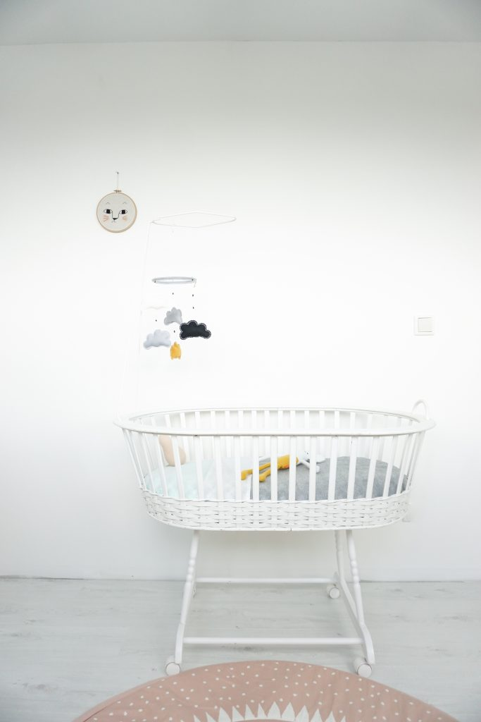 babykamer inspiratie binnenkijken wiegje