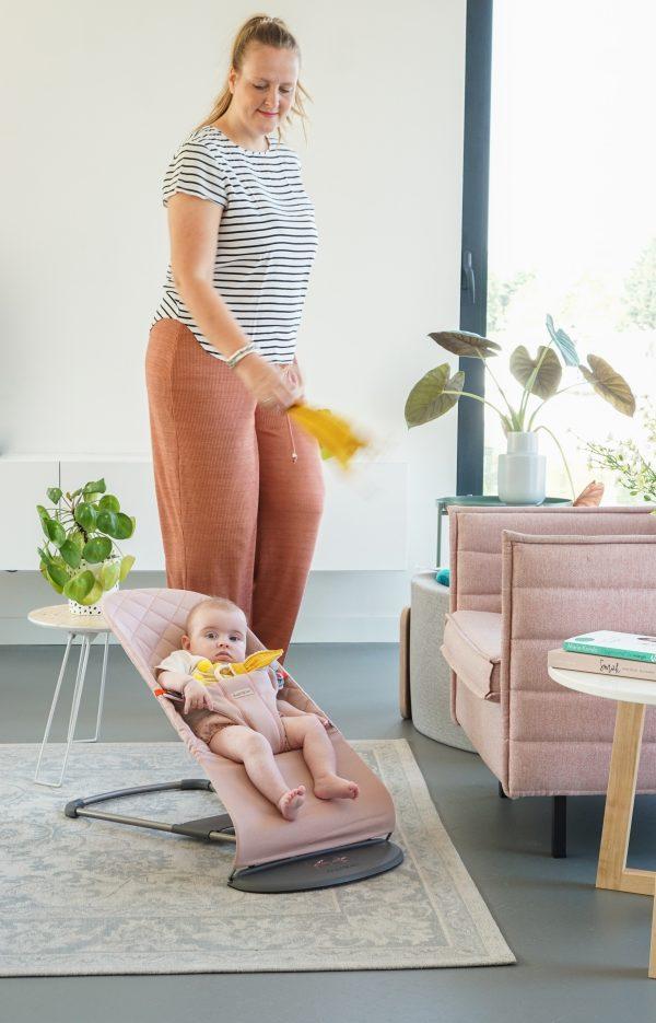 roze wipstoel bliss babybjorn