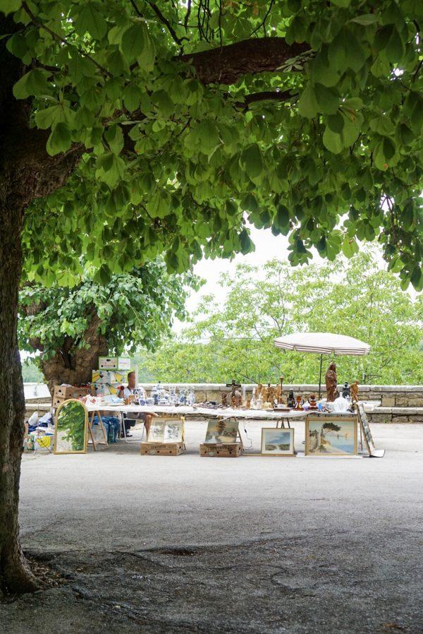 vlooienmarkt tweedehandsmarkt antiekmarkt kroatië istrië groznjan