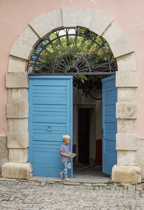 blauwe deuren groznjan kroatië istriË