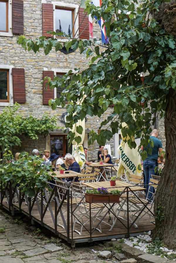 pleintje restaurants istrië kroatië groznjan