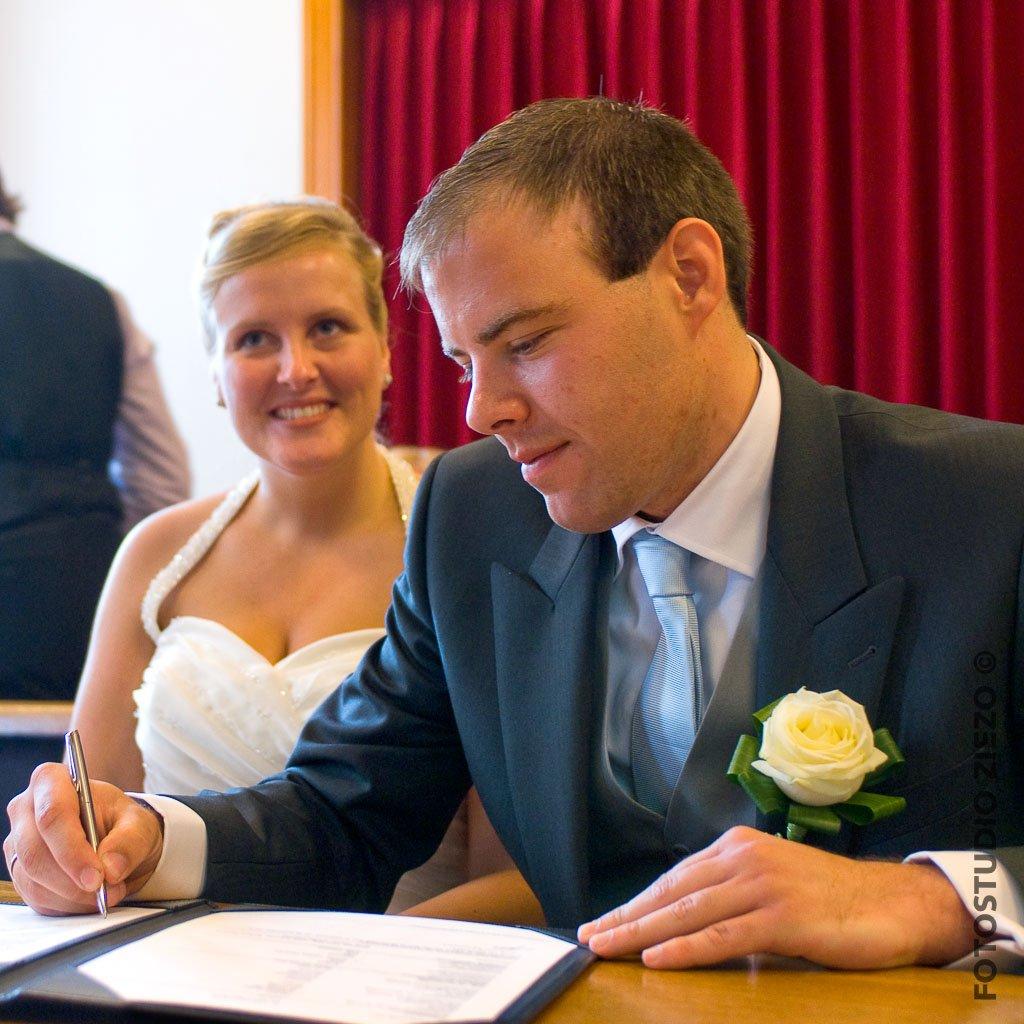 ondertekenen trouwakte bruiloft
