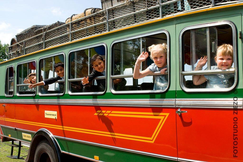 colombiaanse traditionele bus vervoer daggasten bruiloft