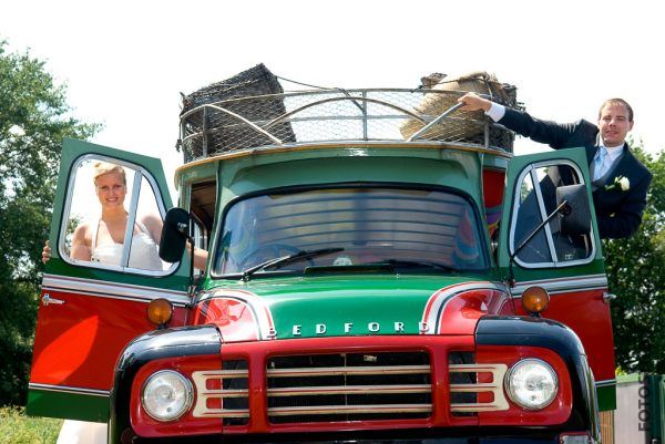 bruid bruidegom trouwfoto colombiaanse bus