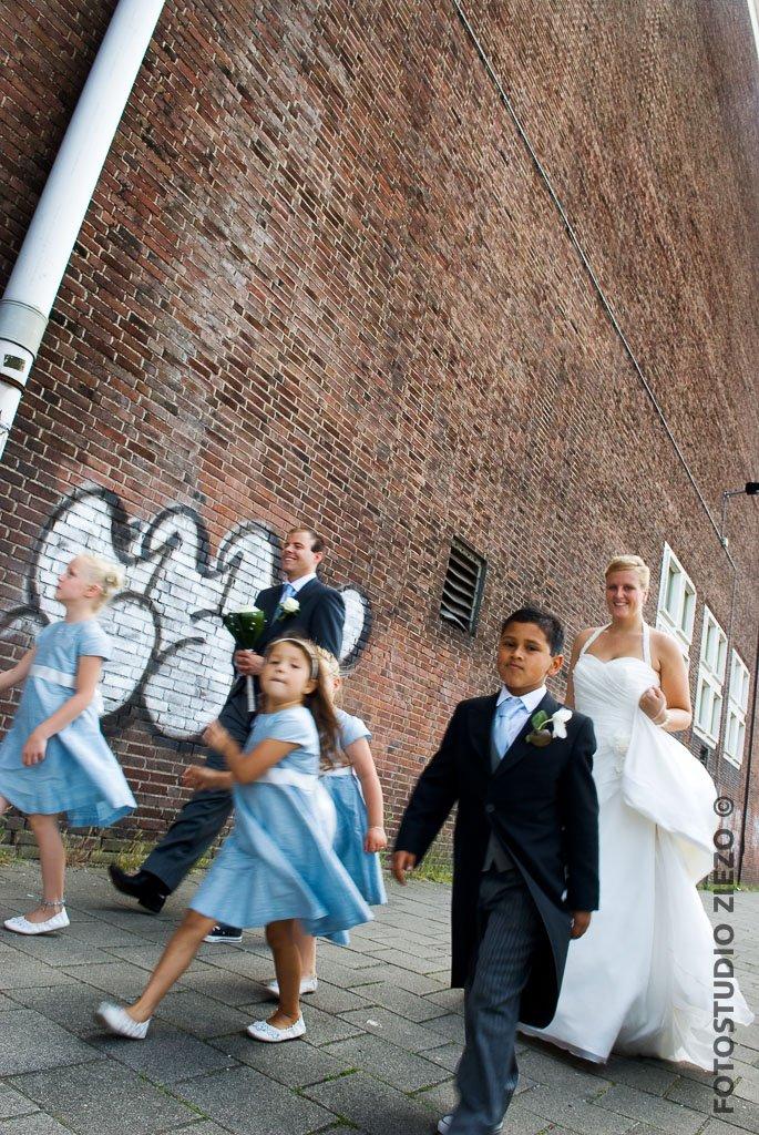 trouwfoto ndsm loods bruid bruidegom bruidskinderen