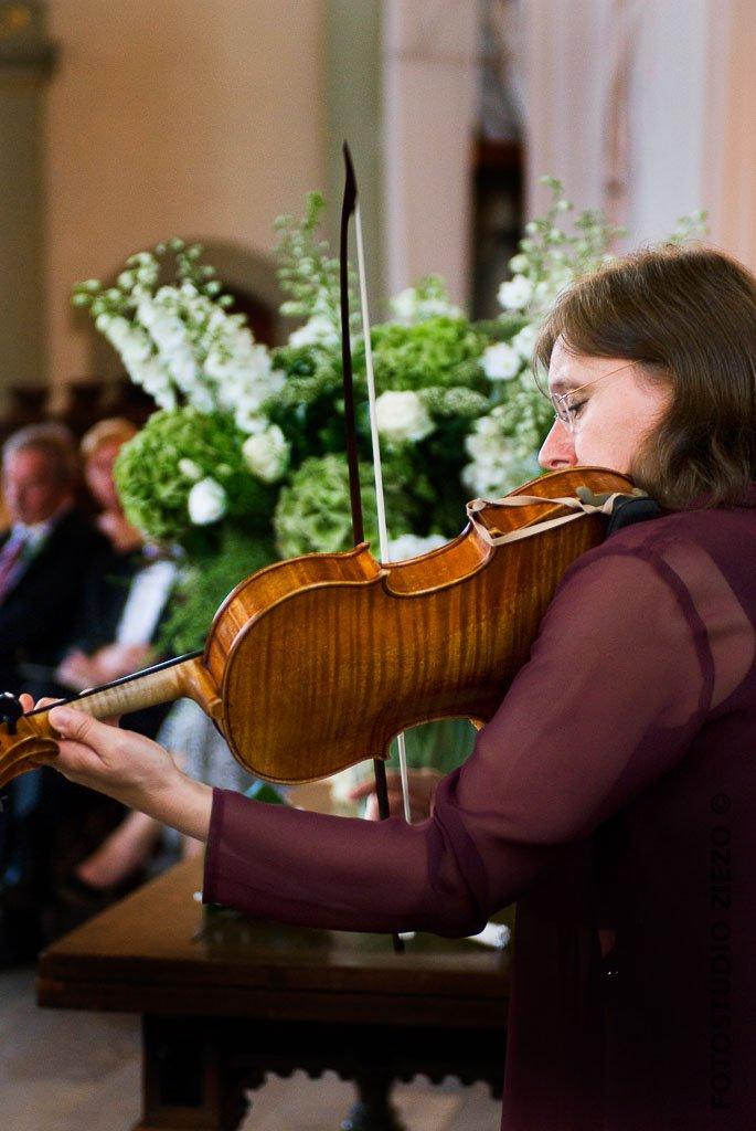 muzikaal intermezzo viool bruiloft trouwerijk kerkdienst amsterdam jordaan noorderkerk trouwen