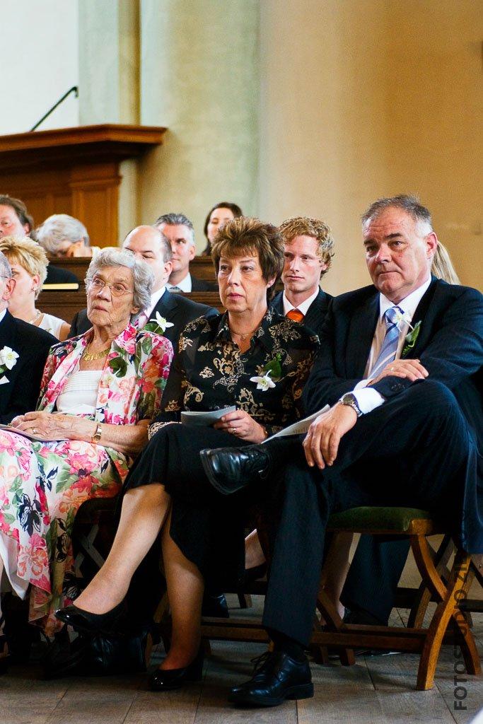 familie bruiloft kerkdienst