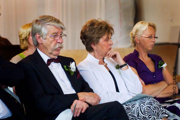 ouders bruid kerkdienst