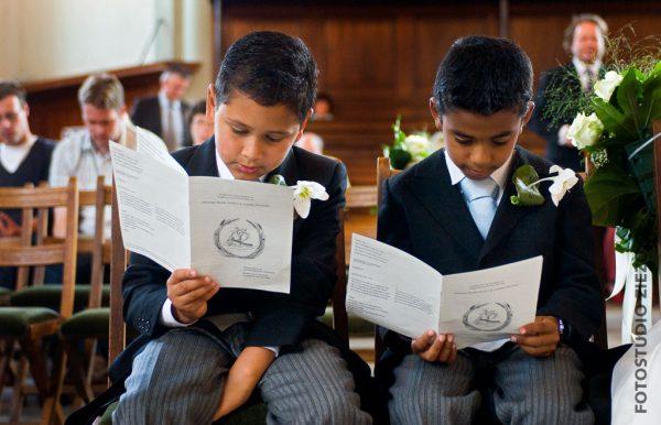 kerkdienst bruidsjonkers gepersonaliseerde liturgie huwelijkslogo