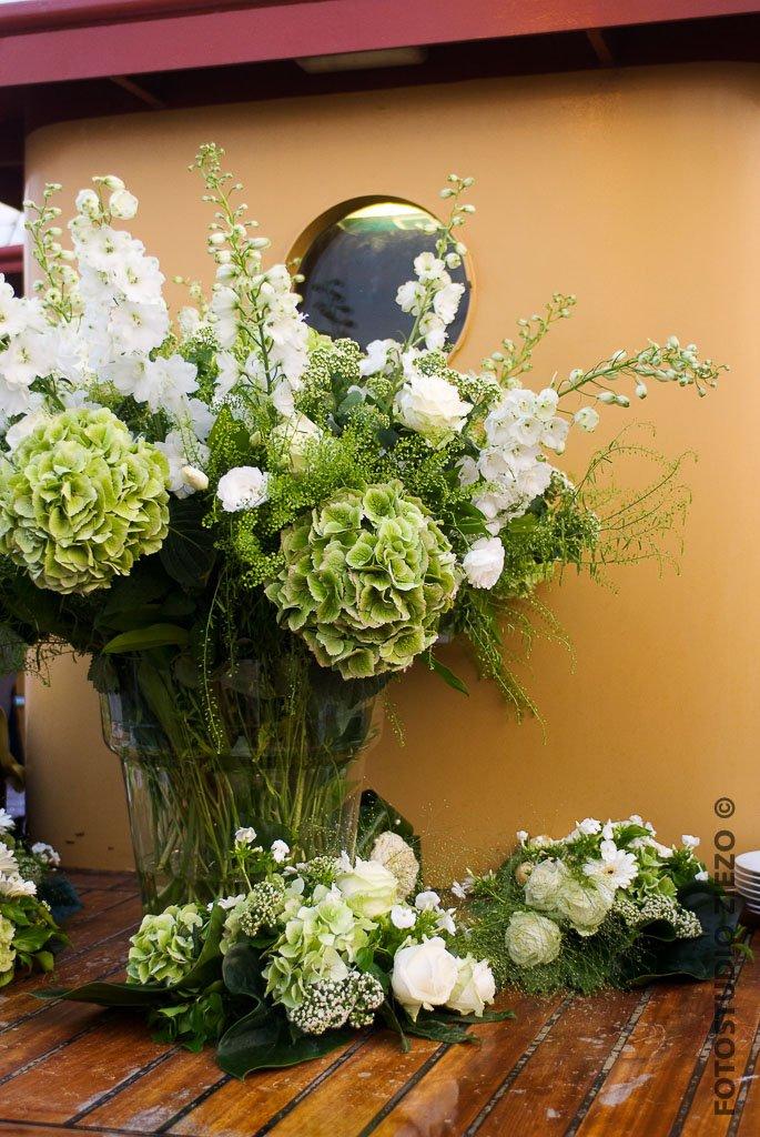 bloemen bloemstukken bruidsbloemen bruiloft aankleding
