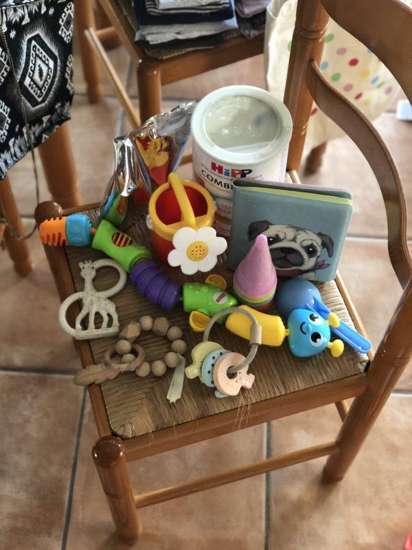 baby speelgoed op vakantie mee inpaklijst gezinsvakantie peuter baby