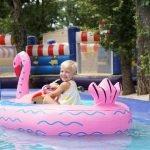 speeltuin flamingo bootje varen opblaasboot camping lanterna magica canvas holidays