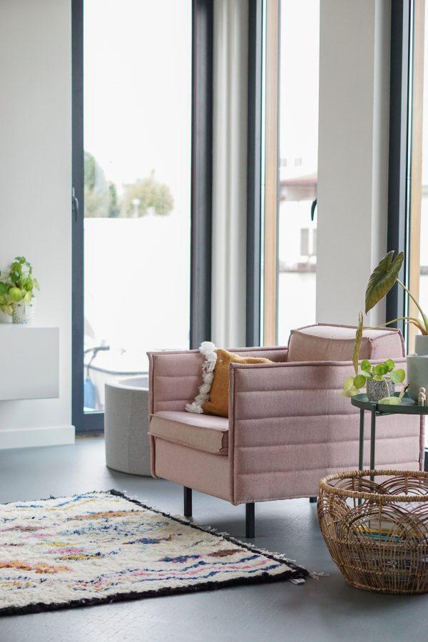 roze fauteuil modern wonen