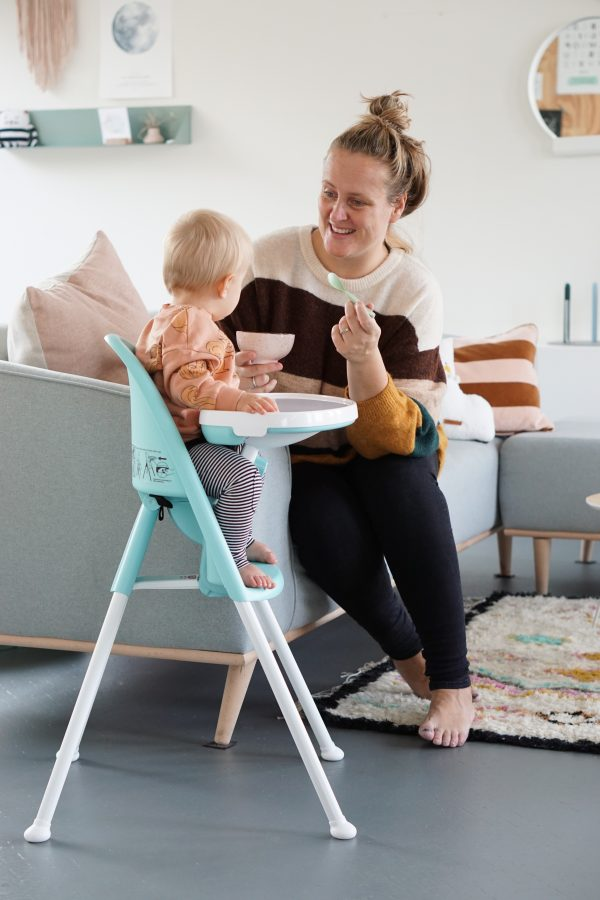 hapje geven kinderstoel babybjorn