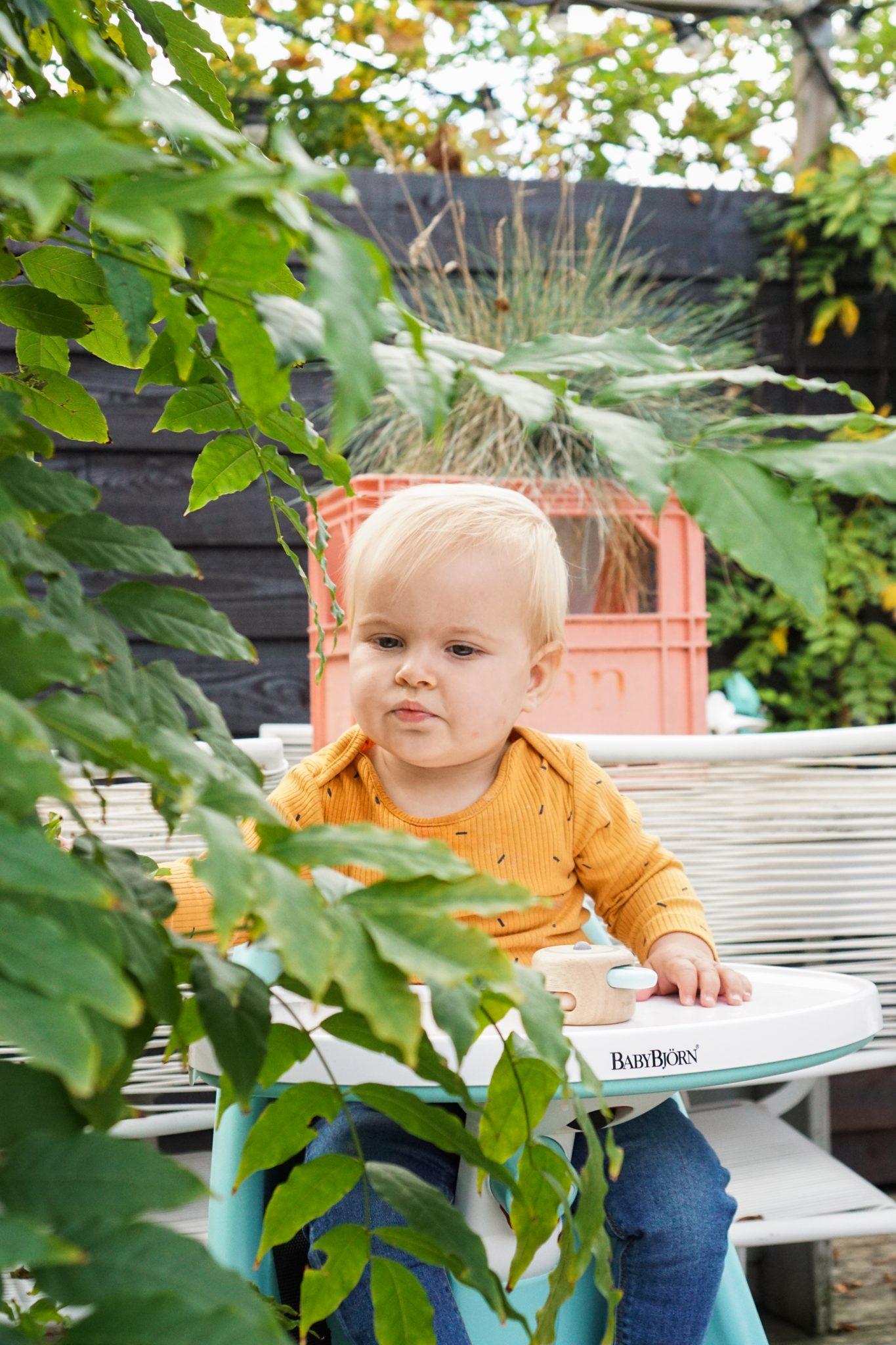 baby buitenspelen tuin