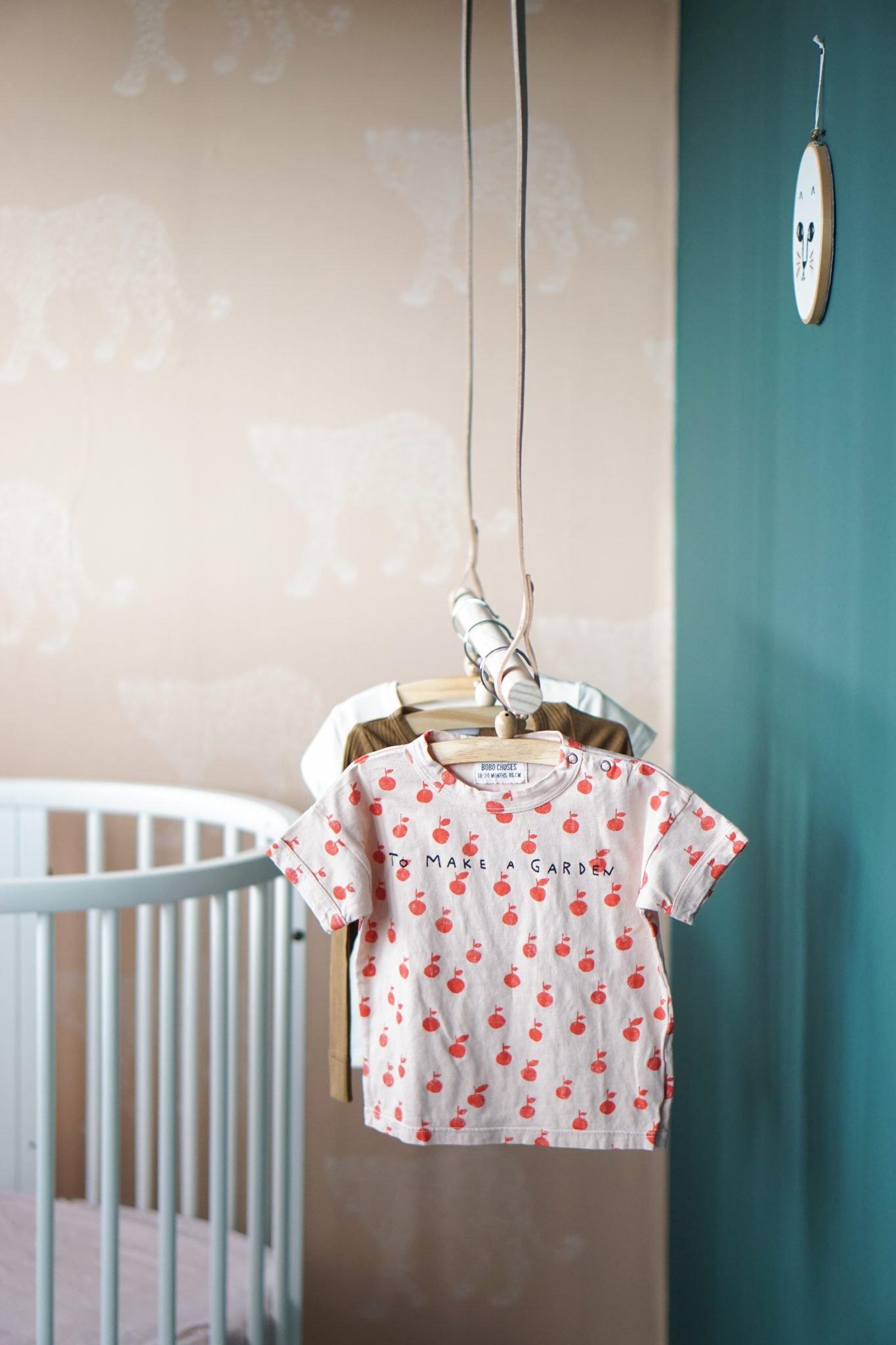 meisjeskamer kledingrek