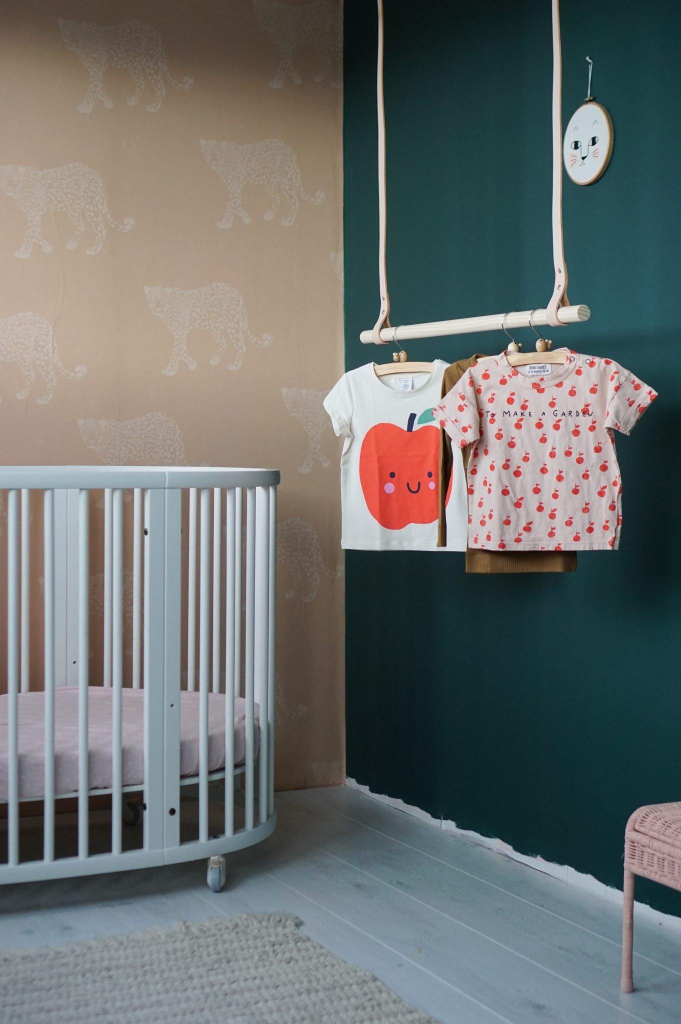 stoere meisjes slaapkamer roze groen