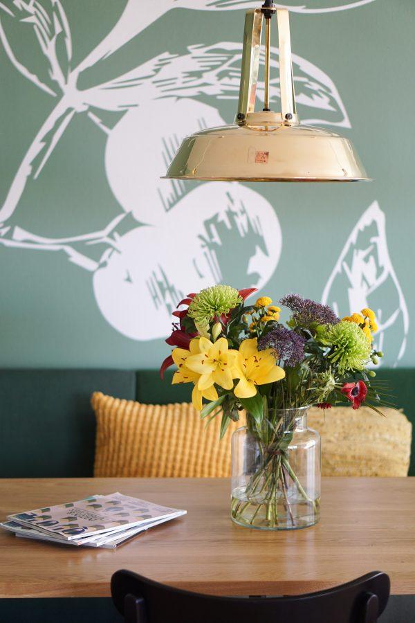 bloemen stayokay op tafel