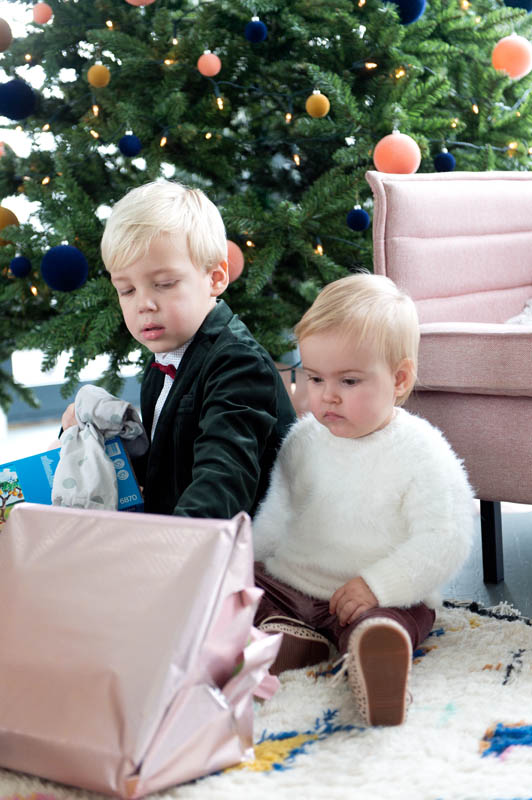 kadootjes onder kerstboom