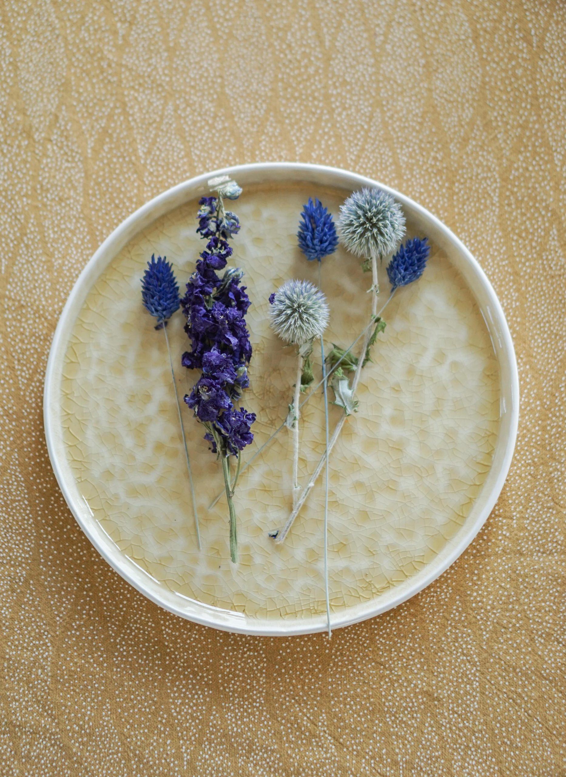 droogbloemen versieren bord