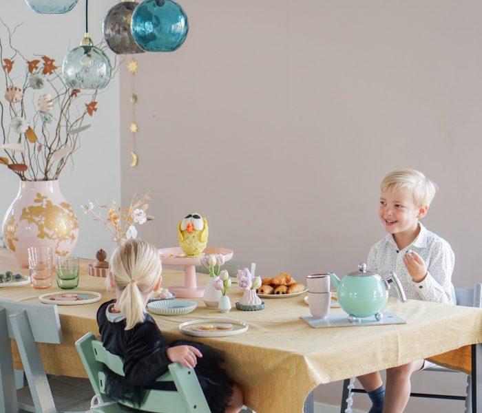 Zo maak je een feestelijke kidsproof tafel voor Pasen!