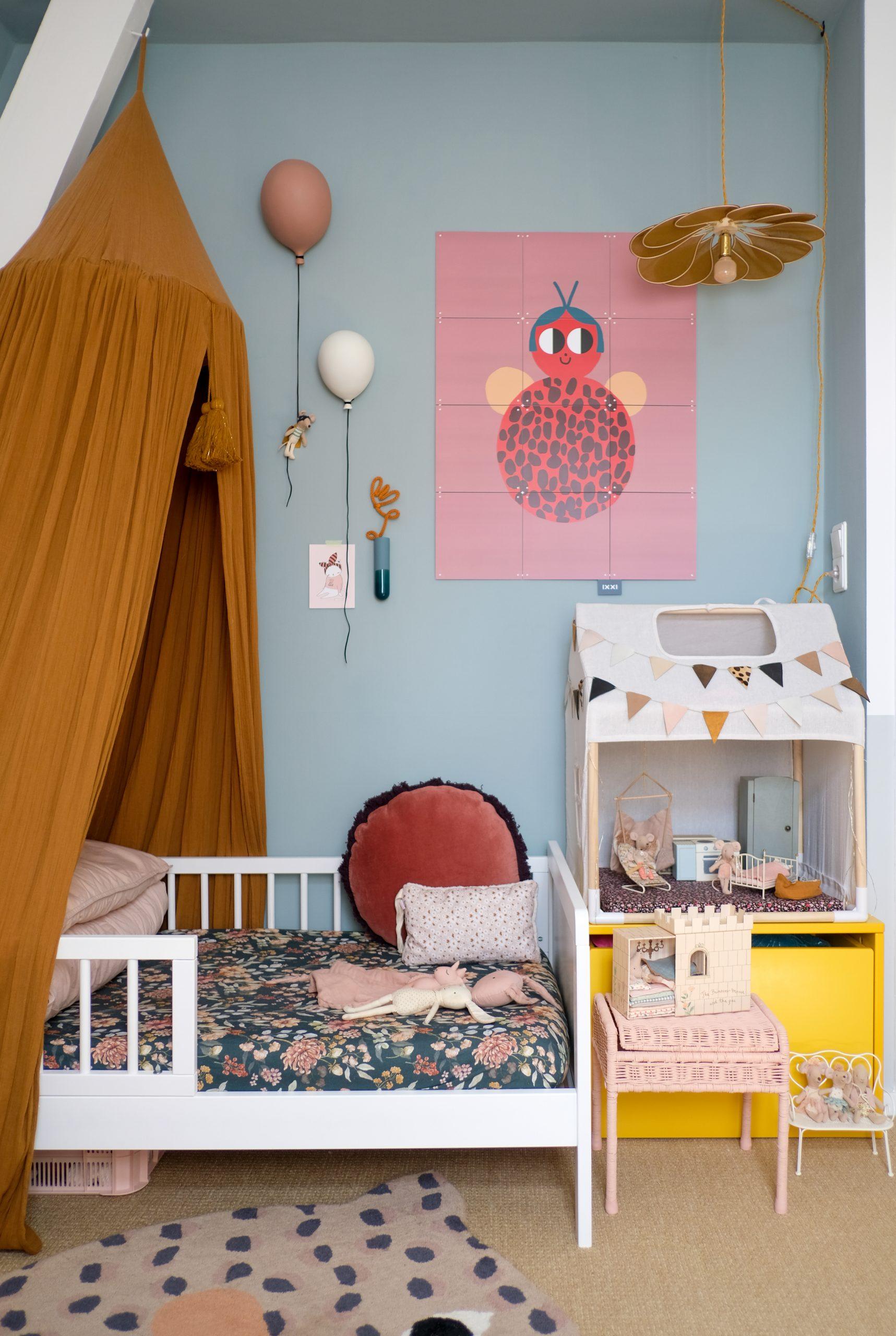 witte kinderkledingkast meisjeskamer