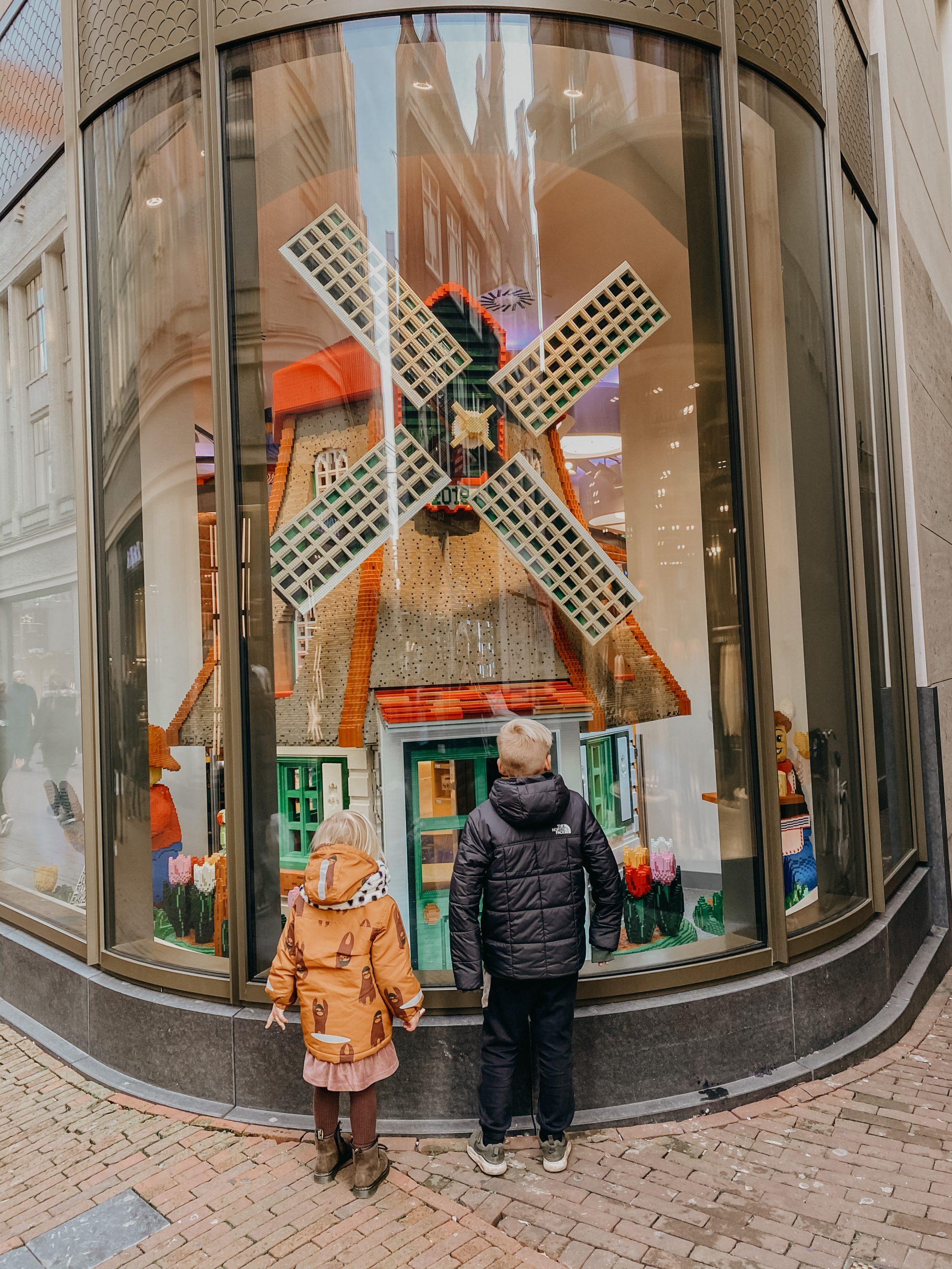 LEGO Store Amsterdam etalage molen