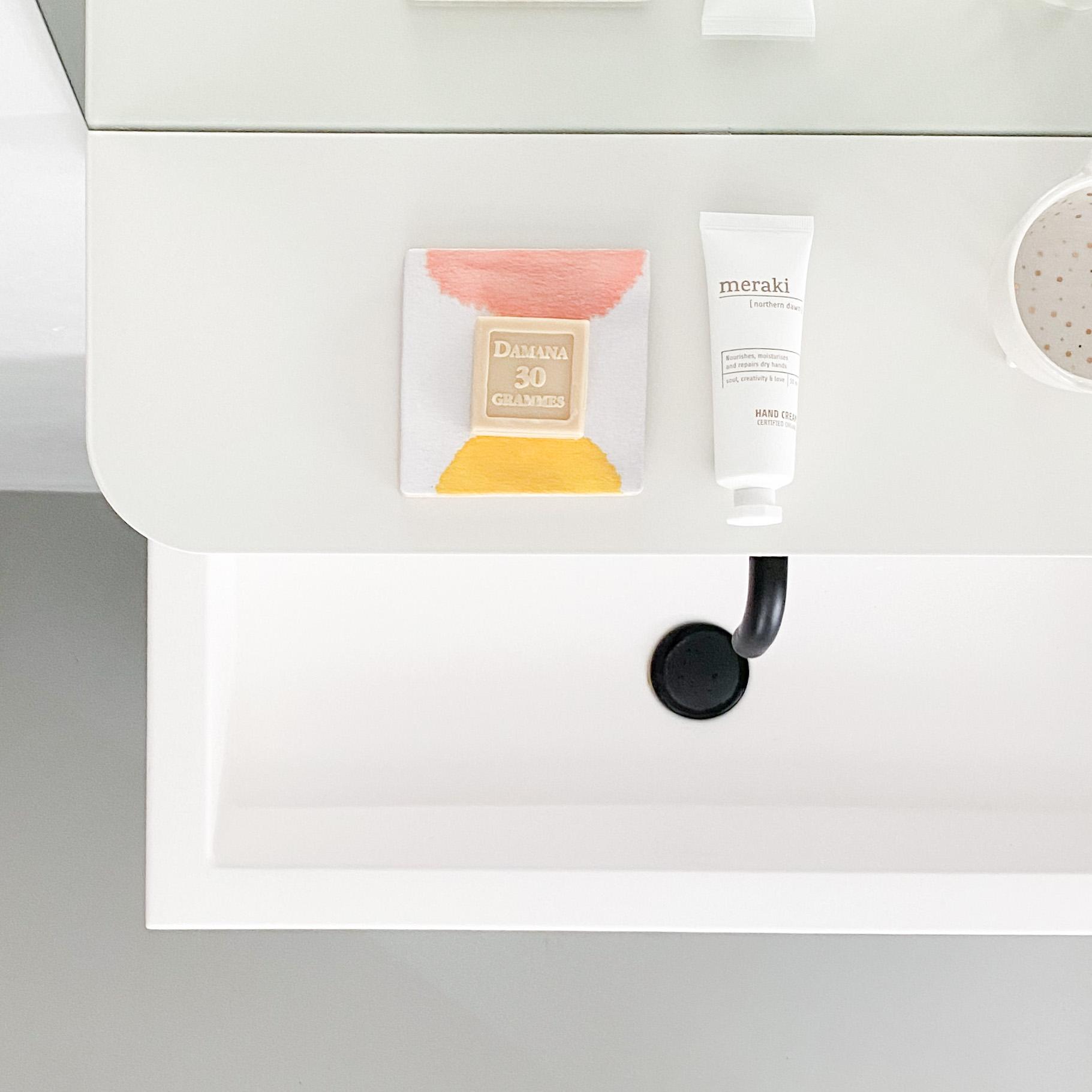 moderne badkaker zwarte kraan