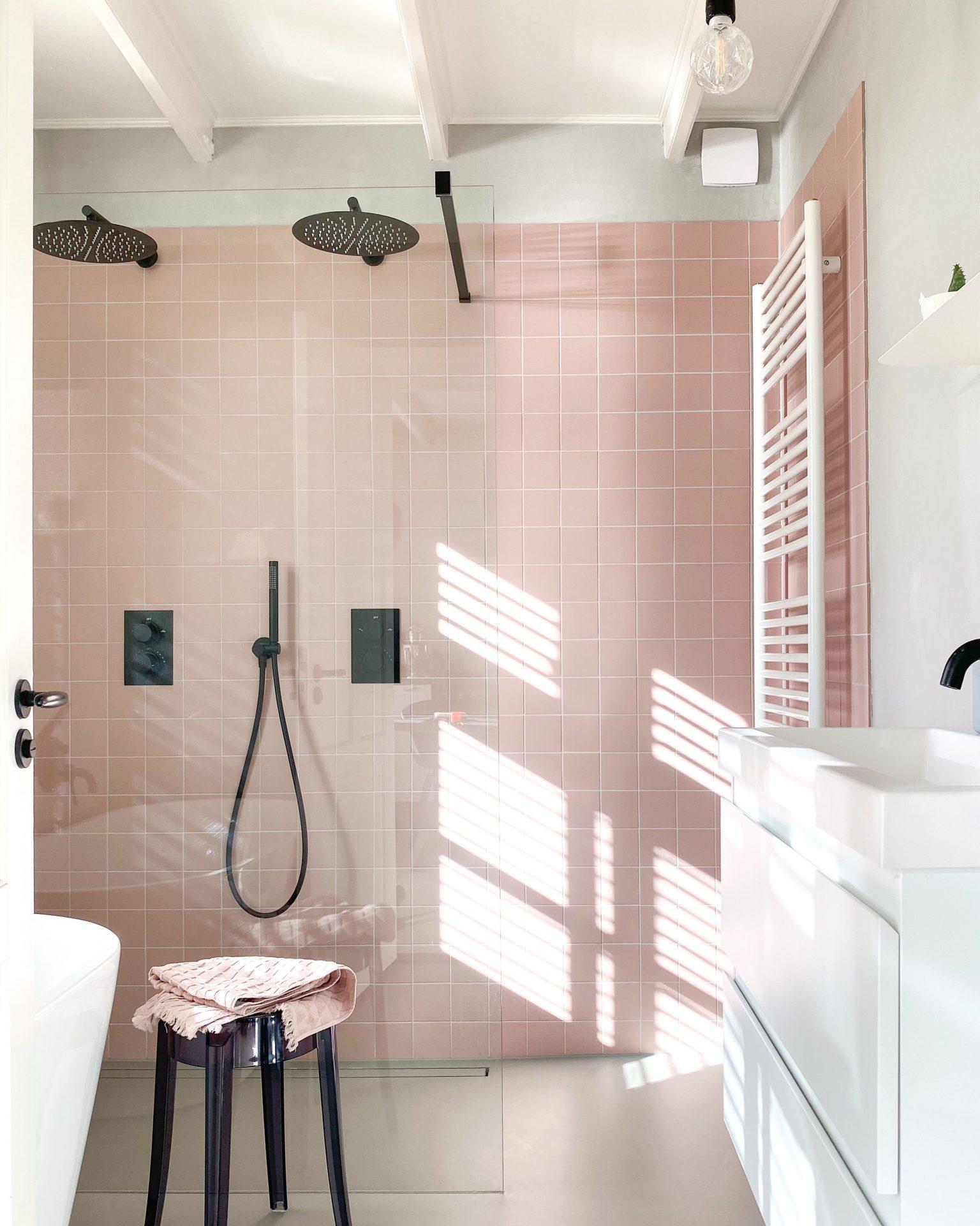 roze badkamer scandinavisch interieur