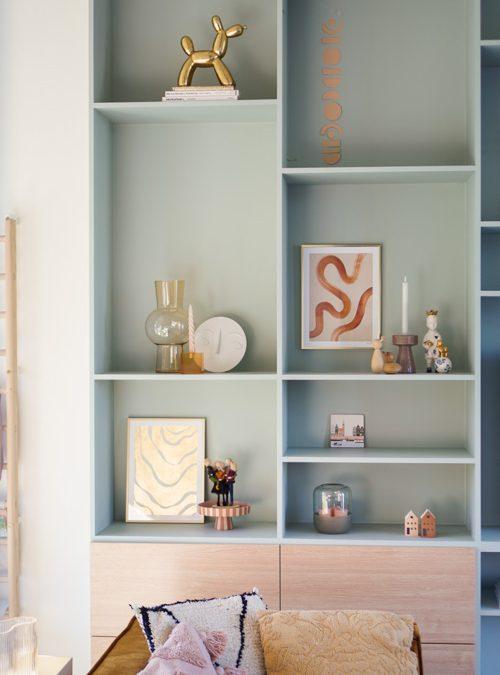 Zo style je een grote wandkast in de woonkamer!