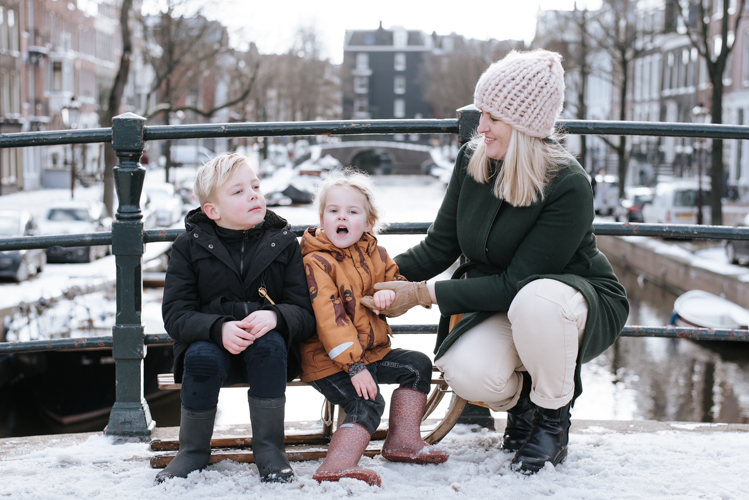 Amsterdam gracht sneeuw