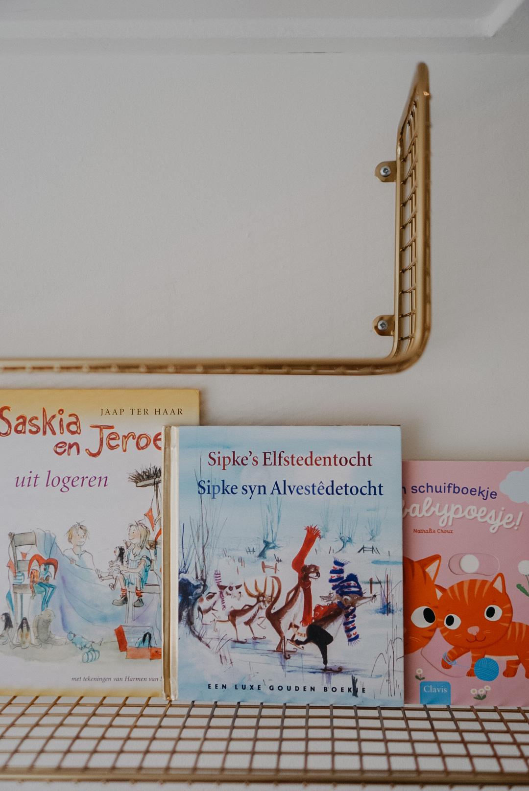 kinderboekenplank kinderslaapkamer B&B de Waegh