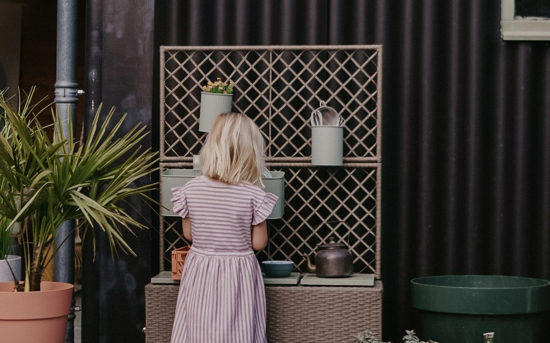 Speelkeuken voor de kinderen in de tuin, makkelijke DIY!