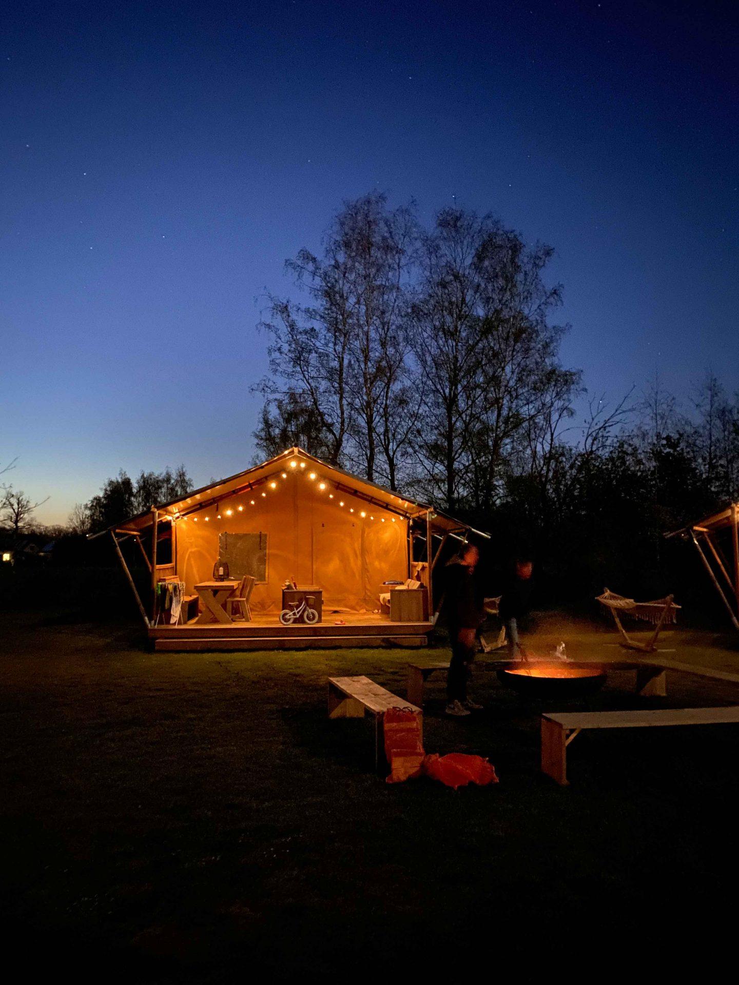safaritent camping de vinkenkamp avond