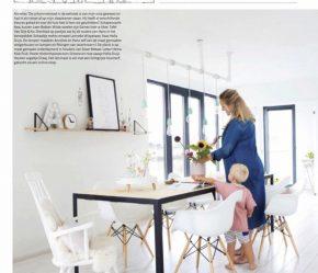 vtwonen binnenkijker eettafel moeder zoon gezin witwonen kleurrijk