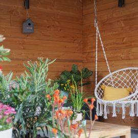 boho zithoek hangstoel plantenbakken